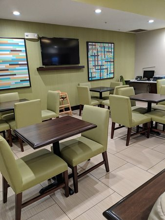 Holiday Inn Express & Suites: IMG_20180611_191956_large.jpg
