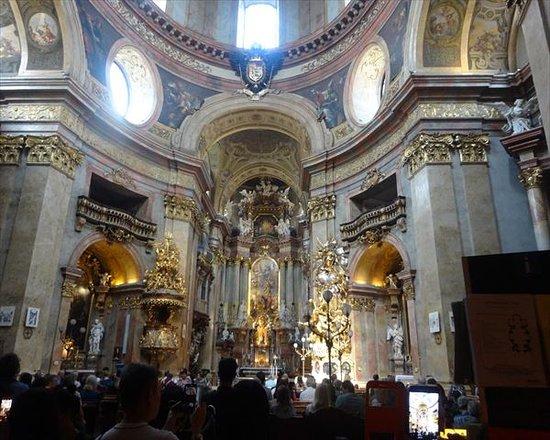 Peterskirche: 豪華な内部