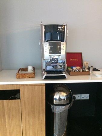 Club Aspire Lounge Gatwick: coffee machine