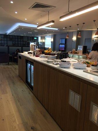 Club Aspire Lounge Gatwick: food