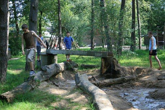 Lemele, Países Baixos: Speelbos met waterpomp