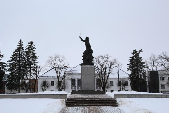 "Monument ""United for Latvia"": Мара Латгальская, Резекне, Латвия"