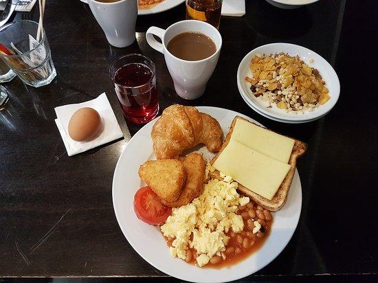 St Giles London - Breakfast