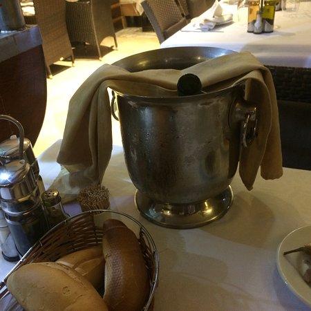 La Spigola: Poisson frais choisis sur présentoir,bon vins locaux, bonne ambiance