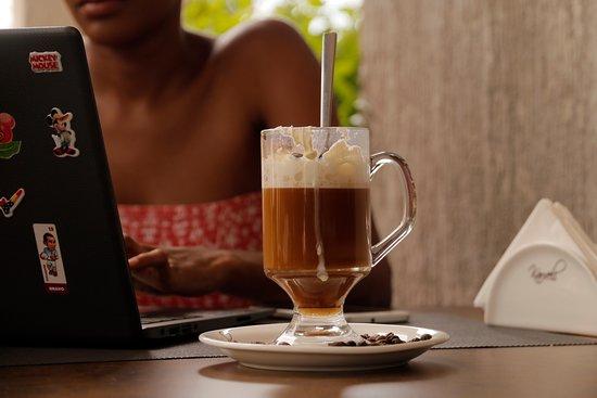 Karveli Restaurant: We have fast wifi to enable you work as you enjoy your favorite Karveli Food.