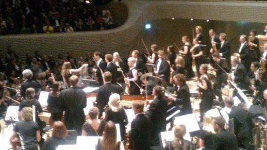 Elbphilharmonie: 演奏が終了時の拍手が会場に響く