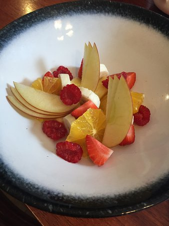 The White Horse at Woolley Moor: Beautifully fresh fruit salad for breakfast.