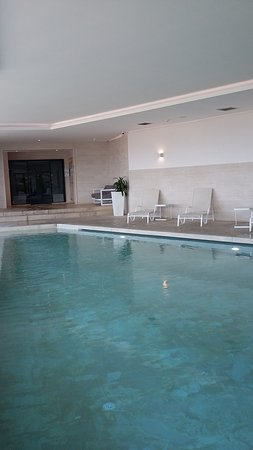 Salini Resort: Indoor pool with the steam room at the back