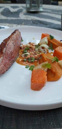 Restaurant Disini: Magret de Canard, Patate douce et sauce cacahuète