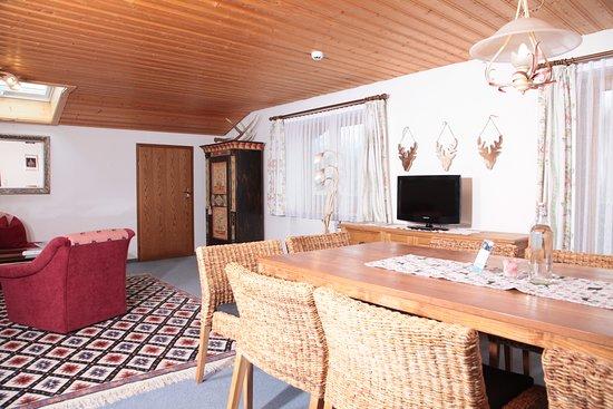 Landhaus Bromm: FEWO Gipfelglück Wohnraum mit Sitzecke