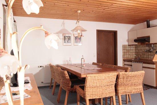 Landhaus Bromm: FEWO Gipfelglück Sitzecke mit Küche
