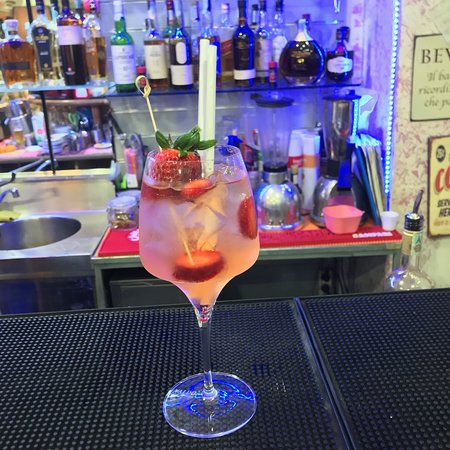 Terminal Cafe: Strawberry Spritz