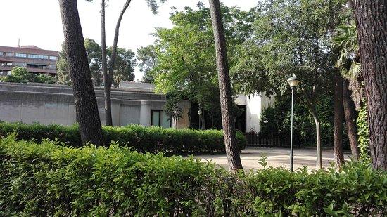 Parque de Abelardo Sanchez: Al fondo el Museo de Albacete