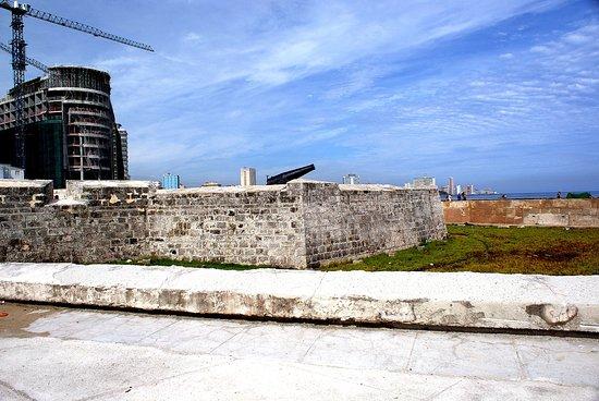Fort San Salvador (Castillo De San Salvador De La Punta): Fortifications