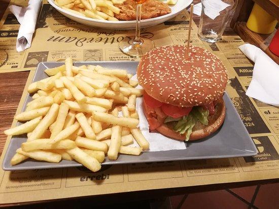 Godo, Olaszország: hamburger con patate