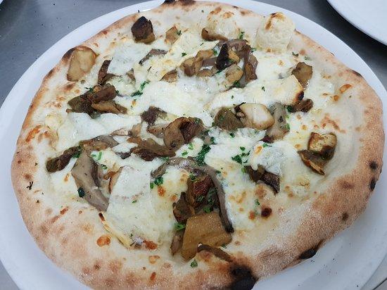 """Pizzeria Manno dal 1979: """" le nostre buonissime pizze tonde """" !!"""