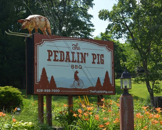 The Pedalin' Pig Bbq: Sign on NC 105