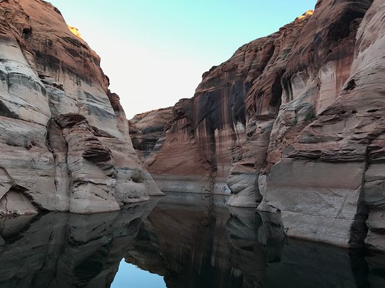 Antelope Canyon Boat Tours: entrance to Antelope Canyon