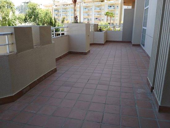 Gran Hotel Elba Motril: Terraza grande, daba al parking