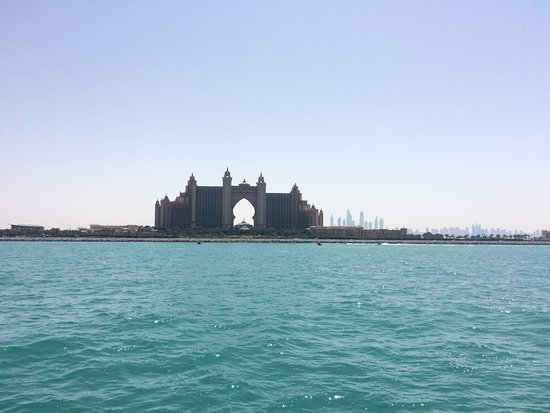 Dubai Ferry: The Atlantis
