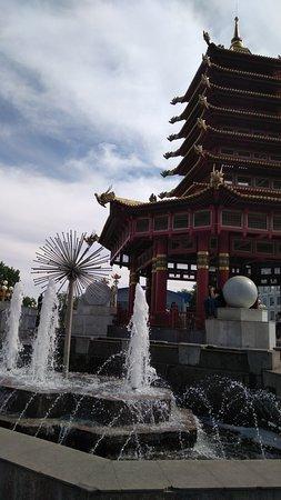 Пагода Семи дней: Пагода на центральной площади.