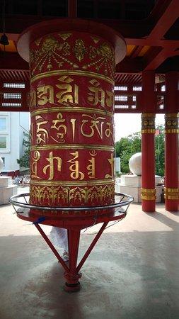 Пагода Семи дней: Молитвенный барабан «кюрде».