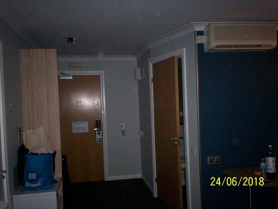 Holiday Inn Express Milton Keynes: entrance door to room with wet room/ bathroom door to the right