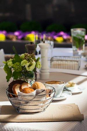 Pokrovsky Restaurant: При заказе в ресторане и на террасе хлебная корзина комплиментарно