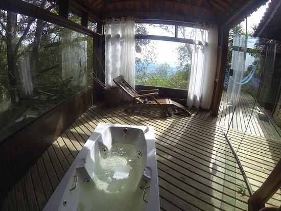Hotel Pousada Muxarabi: Banheira do lodge 11