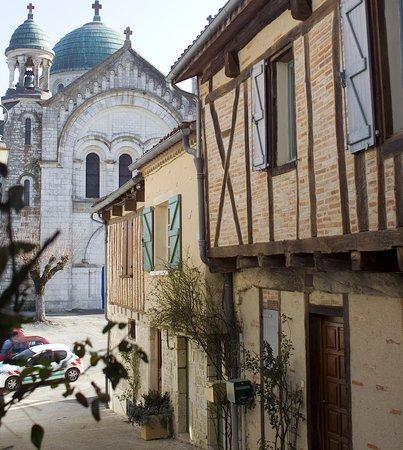 Castelnau-Montratier, France: Rue du Capitaine Taillade et église St Martin