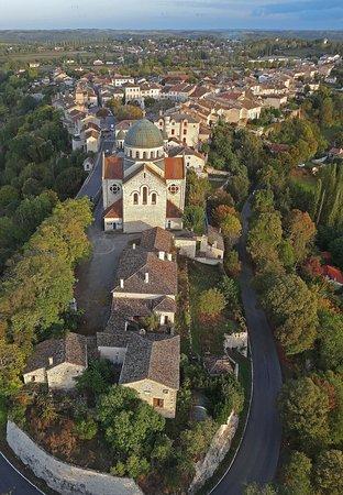 Castelnau-Montratier, France: La bastide vue du ciel