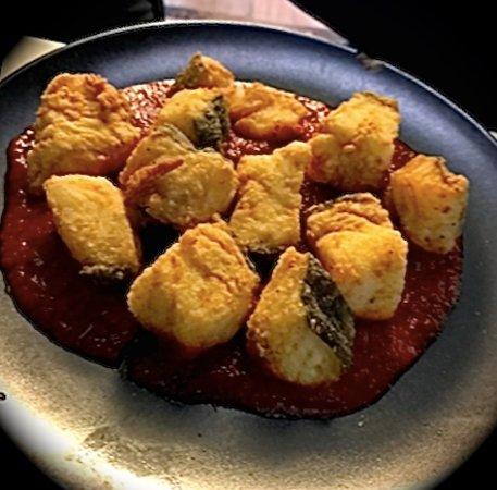 La Siesta: Lomo de bacalao frito sobre tomate confitado