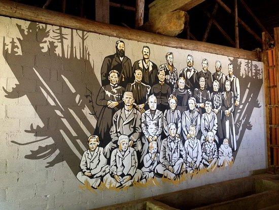 Joutsa, Finlândia: Jäähuoneen seinässä on Inka-Maaria Jurvasen muraali.