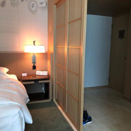 The East Hotel Hangzhou: The Easy Hotel room and bathroom