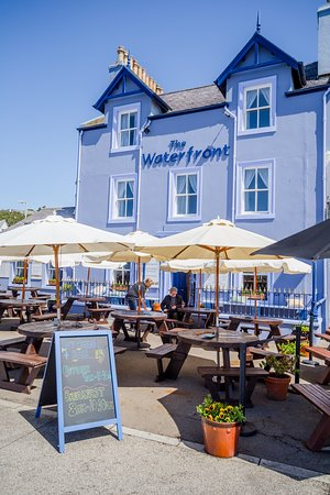 The Waterfront Hotel: patio al fresco dining