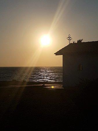 All Senses Nautica Blue Exclusive Resort & Spa: petite eglise orthodoxe au coucher du soleil, vue du restaurant