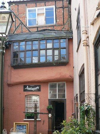 Elm Hill: Tea room & antique shop in a small alleyway