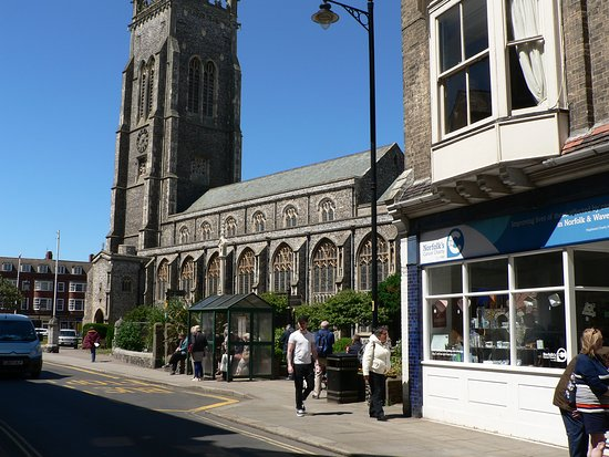 Cromer Parish Church (St Peter and St Paul): Side view from the main street of Cromer