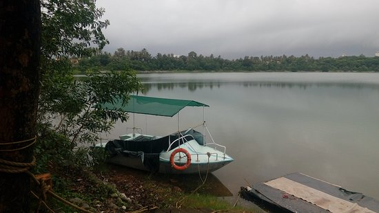 Manipal Lake: A boat waiting for the riders