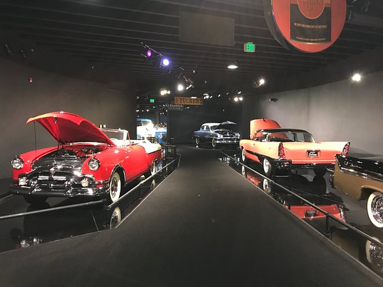 Gateway Colorado Automobile Museum: The display is like a walk through time