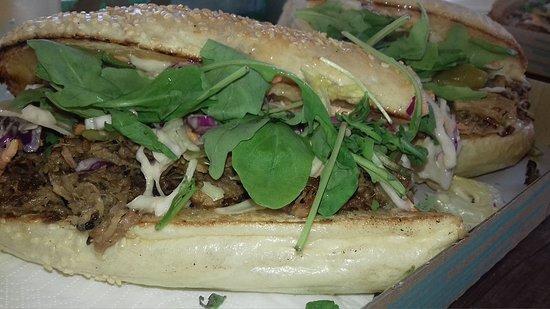 Ujkigyos, Węgry: porchettás szendvics
