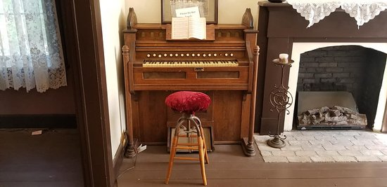 Fort Totten, ND: Old piano