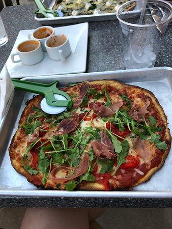 The Couch Tomato Cafe' & Bistro: Prosciutto Pizza