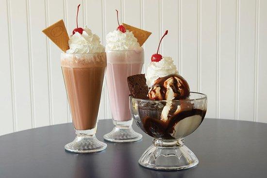 Sun Prairie, Ουισκόνσιν: Shakes, Sundaes, Desserts, oh my!!