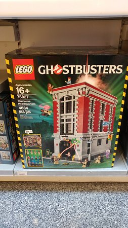 Lego Imagination Center: Yes, that's really a Ghostbusters firehouse LEGO set.