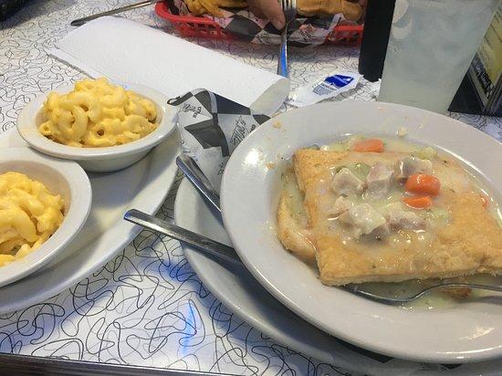 Mel's Classic Diner: Chicken Pot Pie & Mac-n-Cheese