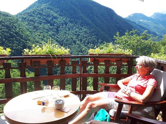 Letni vrt Pr' Jakču: Dit is het zitje aan de zijkant van het terras.