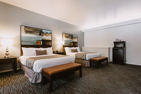 Tamarack Beach Resort and Hotel: Two Queen Interior View