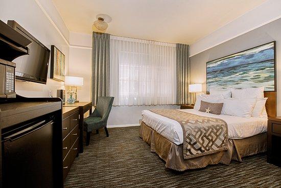 Tamarack Beach Resort and Hotel: Queen Interior View ADA Accessible Room