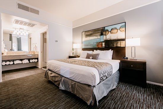 Tamarack Beach Resort and Hotel: King Bed Interior View